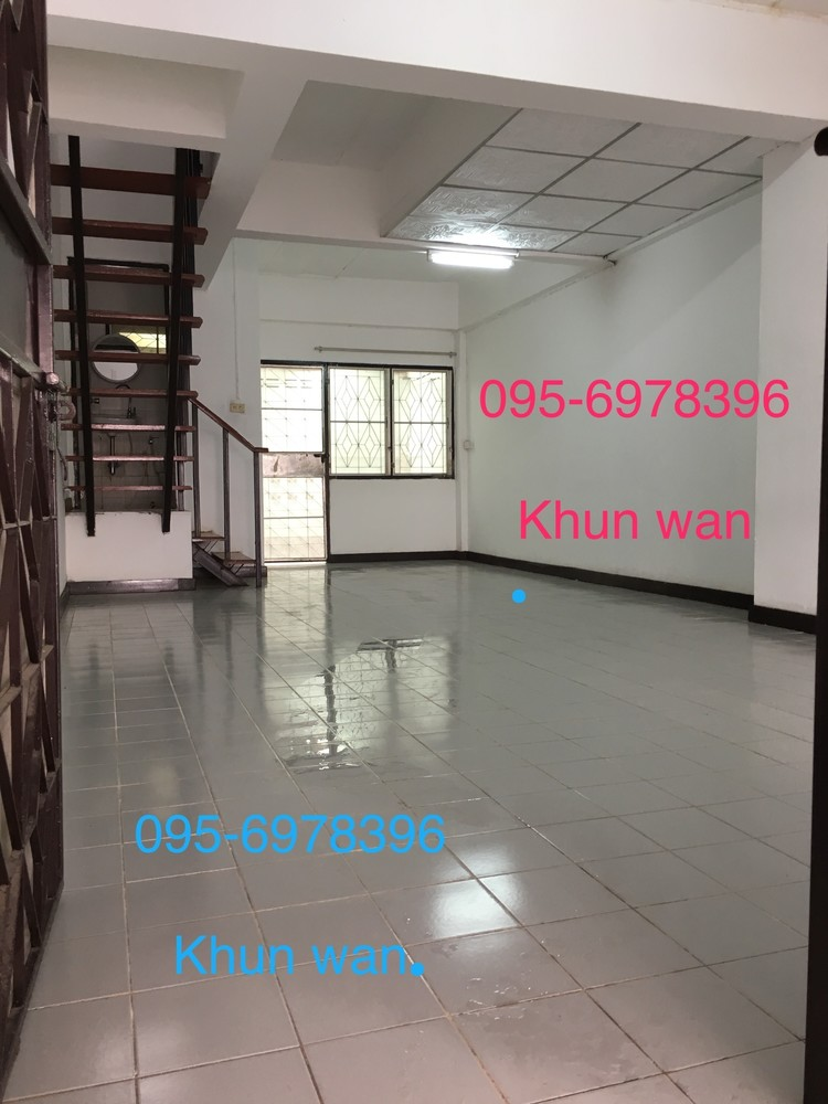For Rent 2 Beds タウンハウス in Mueang Pathum Thani, Pathum Thani, Thailand   Ref. TH-BKUATFLF