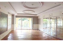 For Sale 4 Beds Condo Near BTS Thong Lo, Bangkok, Thailand
