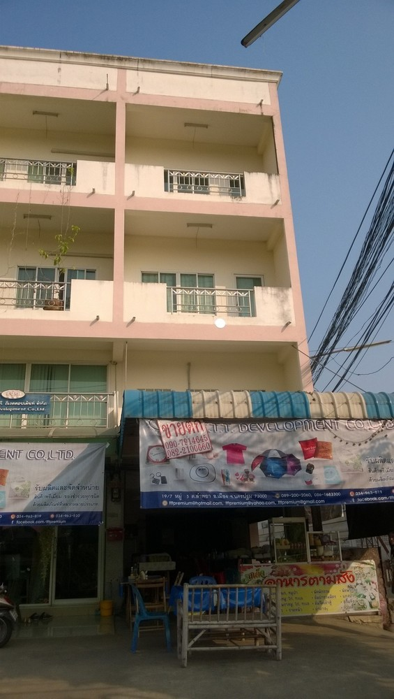 For Sale 3 Beds Shophouse in Mueang Nakhon Pathom, Nakhon Pathom, Thailand | Ref. TH-IFJZFFPU