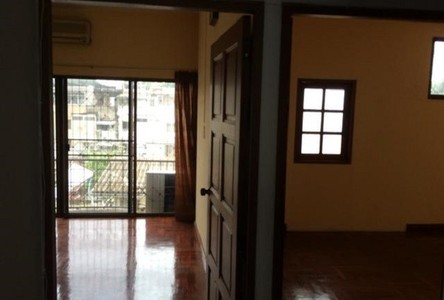 For Sale 6 Beds Townhouse in Phra Khanong, Bangkok, Thailand