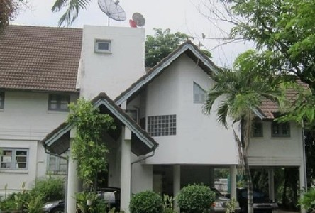 For Rent 4 Beds 一戸建て in Khlong Toei, Bangkok, Thailand