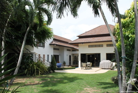 For Sale 4 Beds 一戸建て in Mueang Phuket, Phuket, Thailand
