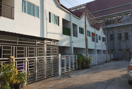For Rent 3 Beds Townhouse in Krathum Baen, Samut Sakhon, Thailand