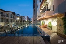 For Sale 4 Beds コンド in Phra Khanong, Bangkok, Thailand