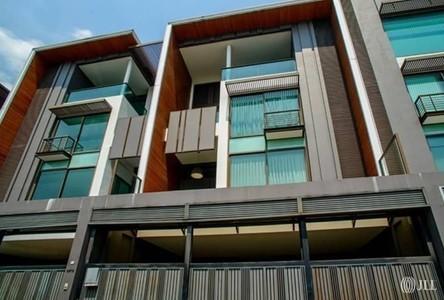 В аренду: Таунхаус с 4 спальнями в районе Watthana, Bangkok, Таиланд