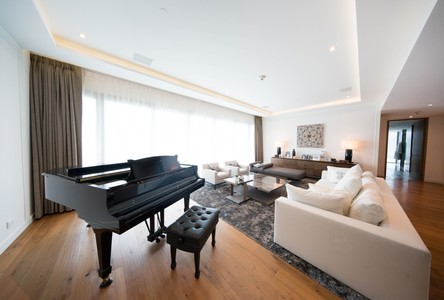 For Sale 3 Beds Condo Near BTS Ratchadamri, Bangkok, Thailand