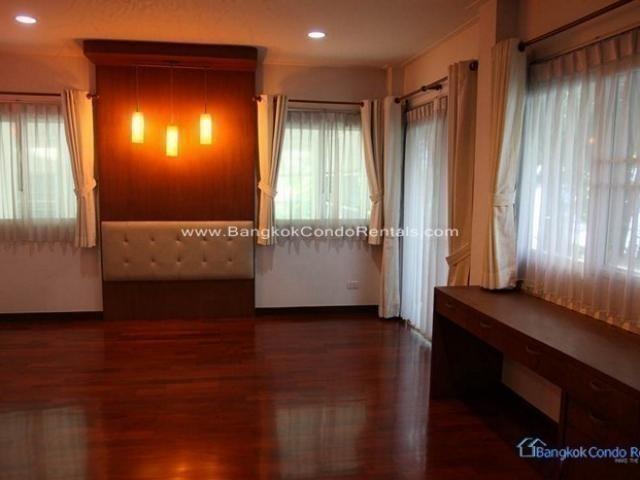ให้เช่า บ้านเดี่ยว 4 ห้องนอน คลองเตย กรุงเทพฯ   Ref. TH-SOVRYAEI