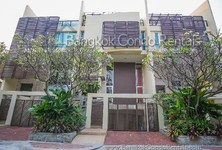 For Sale 4 Beds Townhouse in Sathon, Bangkok, Thailand