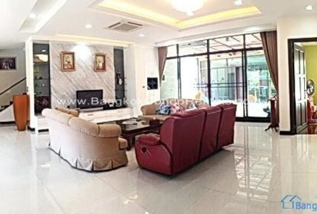 For Sale 9 Beds House in Khlong Toei, Bangkok, Thailand
