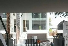For Rent 1 Bed Townhouse in Phra Khanong, Bangkok, Thailand