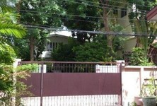 For Sale 4 Beds 一戸建て in Huai Khwang, Bangkok, Thailand