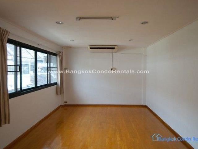 For Sale or Rent 2 Beds Townhouse in Khlong Toei, Bangkok, Thailand | Ref. TH-NCIOGWIL