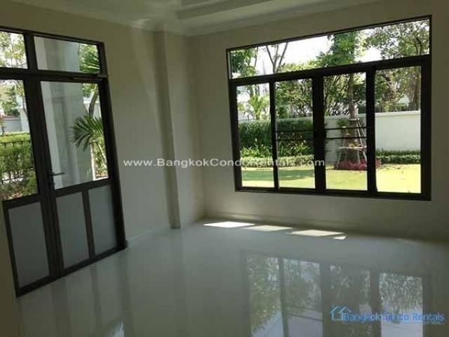 For Rent 3 Beds 一戸建て in Huai Khwang, Bangkok, Thailand | Ref. TH-JRVWLAHN