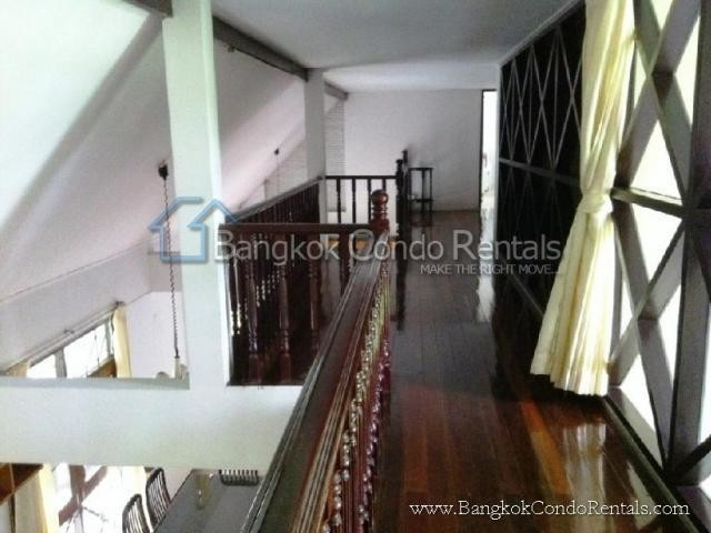 For Sale 3 Beds 一戸建て in Khlong Toei, Bangkok, Thailand | Ref. TH-NXGEOJSZ