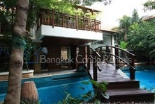 For Sale or Rent 4 Beds 一戸建て in Khlong Toei, Bangkok, Thailand