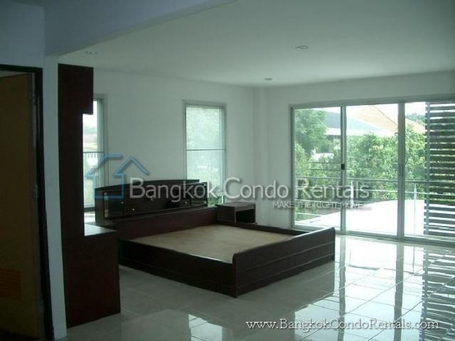 For Sale 5 Beds 一戸建て in Khlong Toei, Bangkok, Thailand | Ref. TH-CNRLFCOO