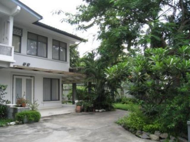 В аренду: Дом с 3 спальнями в районе Khlong Toei, Bangkok, Таиланд | Ref. TH-BCMJGELP