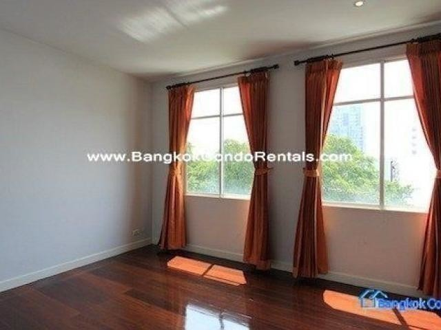 For Rent 3 Beds Townhouse in Khlong Toei, Bangkok, Thailand | Ref. TH-CSTXVAPQ