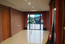 Продажа или аренда: Офис с 3 спальнями в районе Bueng Kum, Bangkok, Таиланд