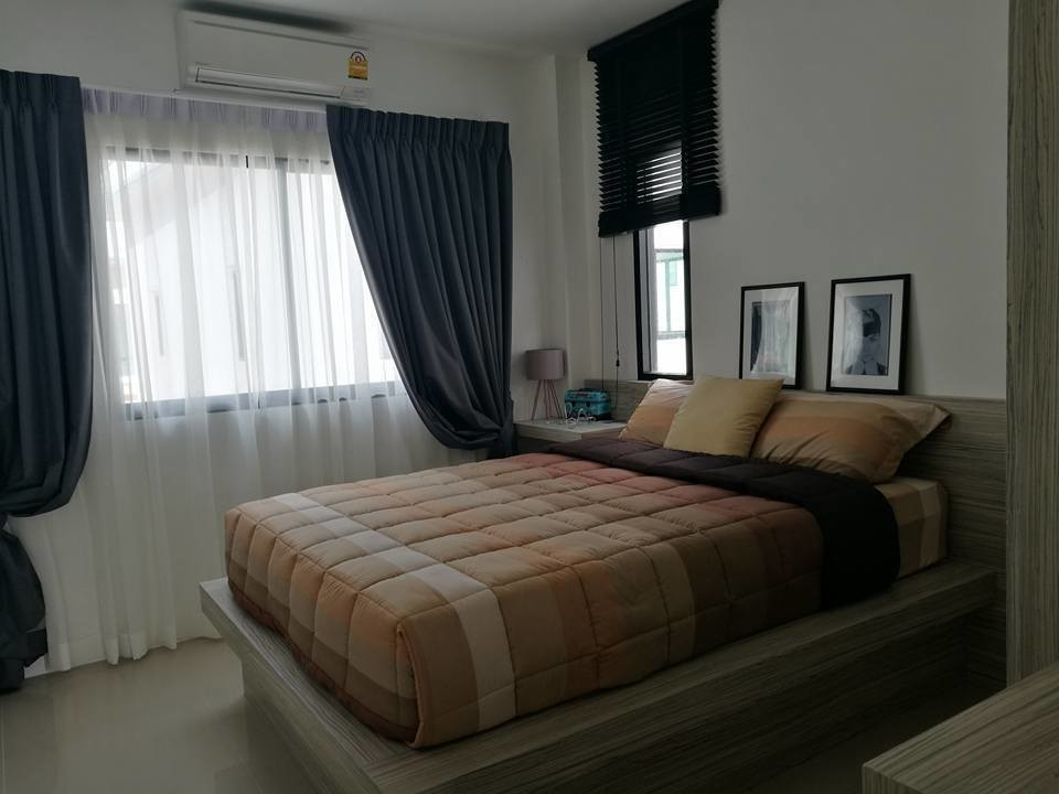 For Sale 4 Beds House in Phra Samut Chedi, Samut Prakan, Thailand | Ref. TH-RIAYLJMU