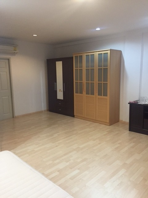For Sale or Rent 3 Beds Townhouse in Suan Luang, Bangkok, Thailand | Ref. TH-EXRJHFXN