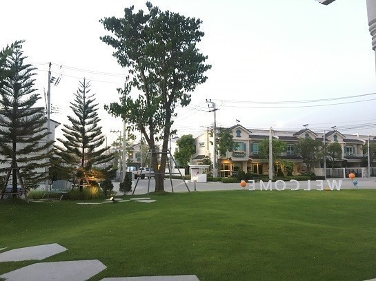 For Rent 2 Beds Townhouse in Bang Phli, Samut Prakan, Thailand | Ref. TH-TVLRPVTX