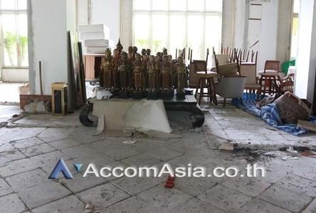 В аренду: Торговое помещение 235.72 кв.м. в районе Bangkok, Central, Таиланд