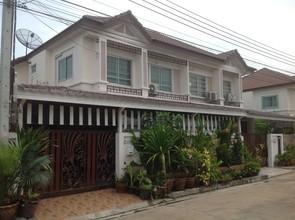 В том же районе - Phra Samut Chedi, Samut Prakan