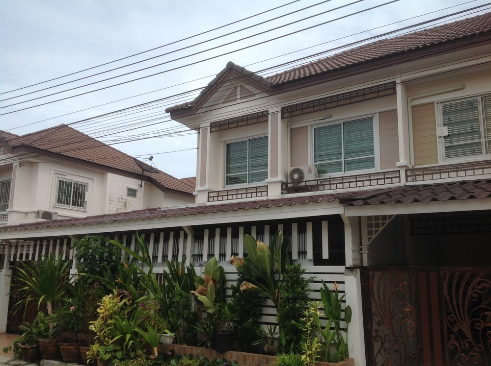 Продажа: Дом с 4 спальнями в районе Phra Samut Chedi, Samut Prakan, Таиланд | Ref. TH-LQPLIALS