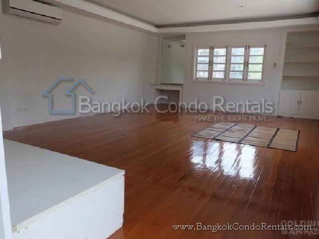 For Rent 4 Beds 一戸建て in Khlong Toei, Bangkok, Thailand | Ref. TH-BLKAWCLL