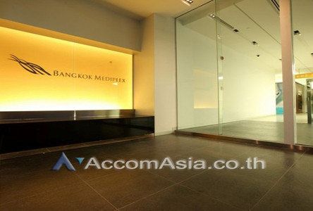 For Rent Retail Space 42 sqm in Watthana, Bangkok, Thailand