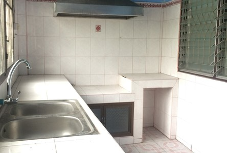 For Rent 2 Beds Townhouse in Saphan Sung, Bangkok, Thailand
