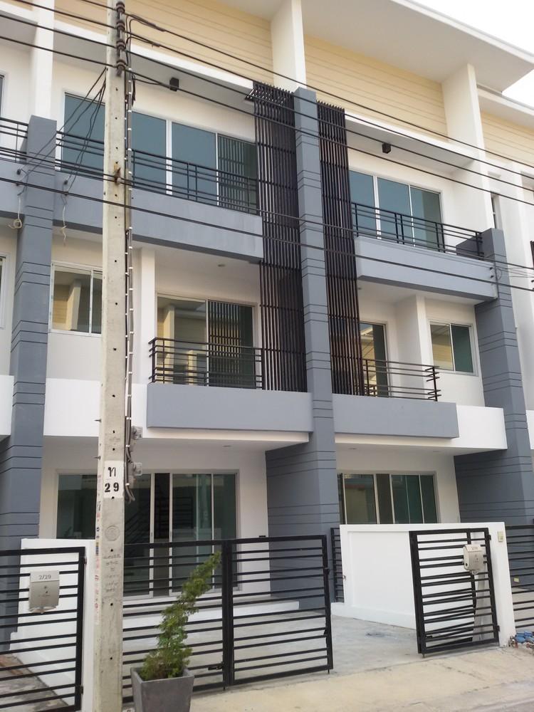 В аренду: Таунхаус с 3 спальнями в районе Nong Khaem, Bangkok, Таиланд   Ref. TH-PMXFUKTG
