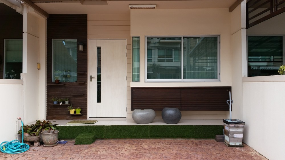 For Sale 3 Beds Townhouse in Bang Kapi, Bangkok, Thailand | Ref. TH-IWMEOURD
