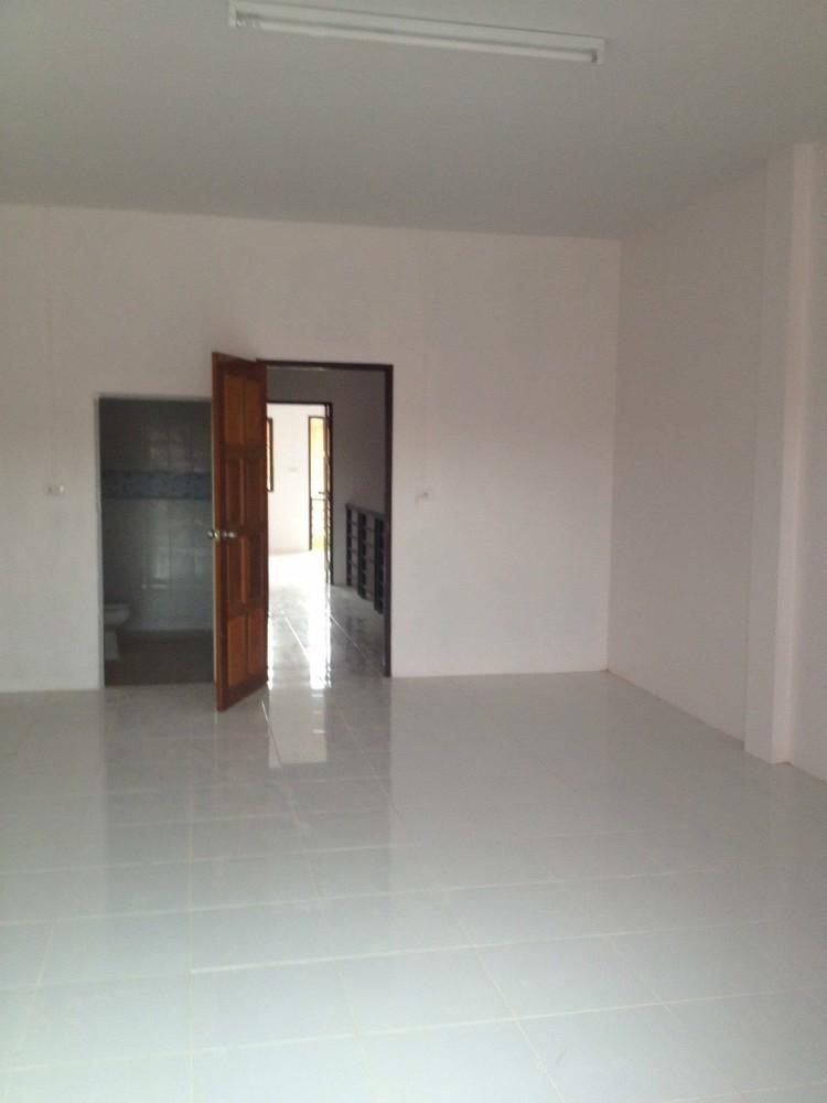 В аренду: Таунхаус с 2 спальнями в районе Phanom, Surat Thani, Таиланд | Ref. TH-DYZUPMRJ