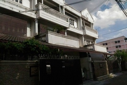 For Sale 5 Beds Townhouse in Bang Phlat, Bangkok, Thailand