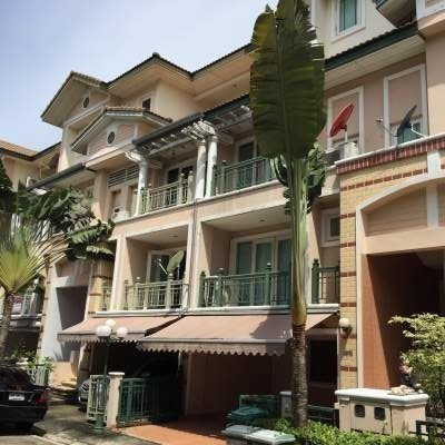 For Sale 3 Beds Townhouse in Lat Phrao, Bangkok, Thailand   Ref. TH-VYOHXUXY