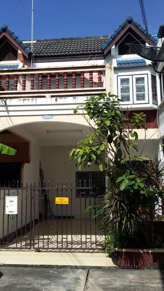 В аренду: Таунхаус с 2 спальнями в районе Si Racha, Chonburi, Таиланд | Ref. TH-QJJZCAVI