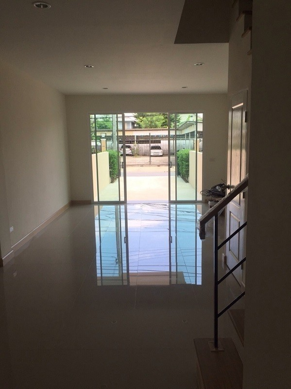 For Sale 3 Beds Townhouse in Bang Khen, Bangkok, Thailand | Ref. TH-ESAFVRFL