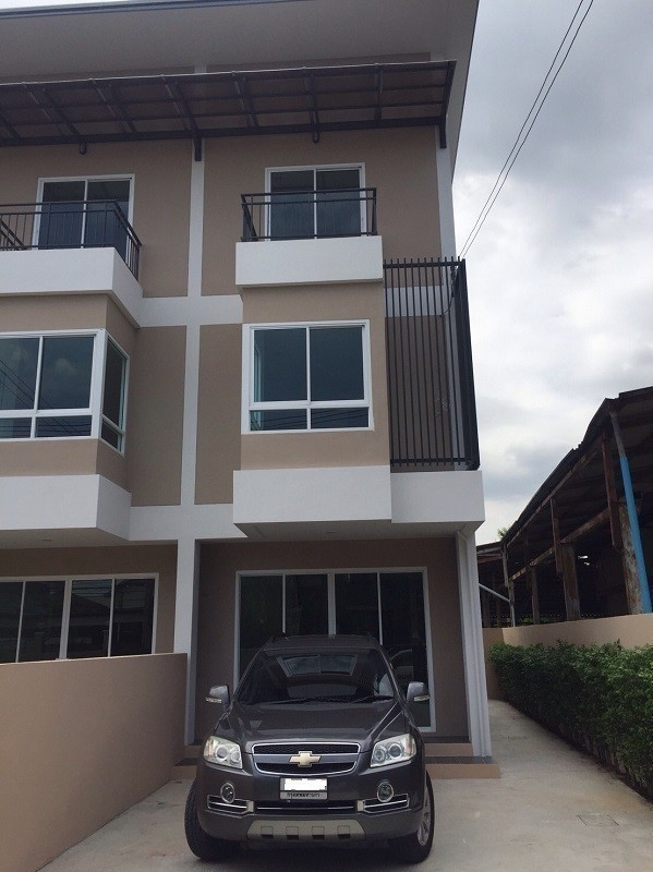 For Sale 3 Beds Townhouse in Bang Khen, Bangkok, Thailand | Ref. TH-UTAABFFT