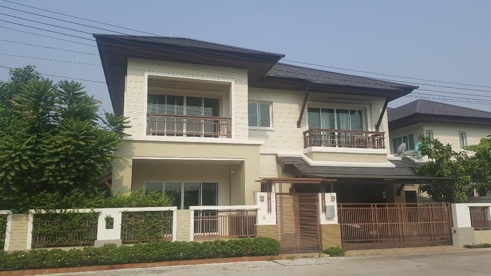 For Sale 3 Beds House in Mueang Nakhon Sawan, Nakhon Sawan, Thailand | Ref. TH-UHMWWGBQ