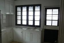 For Rent 4 Beds 一戸建て in Bang Rak, Bangkok, Thailand