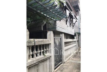 For Sale 2 Beds House in Bangkok Noi, Bangkok, Thailand