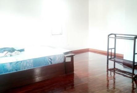 For Rent 4 Beds 一戸建て in Thanyaburi, Pathum Thani, Thailand
