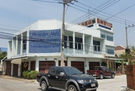 For Sale 3 Beds Shophouse in Mueang Chon Buri, Chonburi, Thailand