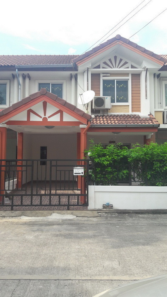 For Sale 3 Beds Townhouse in Don Mueang, Bangkok, Thailand | Ref. TH-ZUSGGRYE