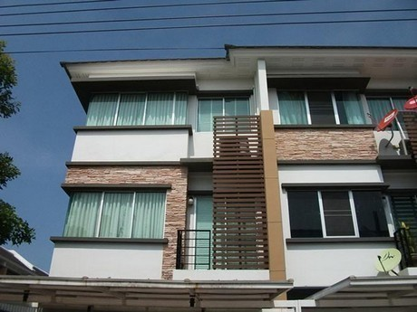 For Rent 3 Beds Townhouse in Bang Kapi, Bangkok, Thailand | Ref. TH-AYUVRWXK