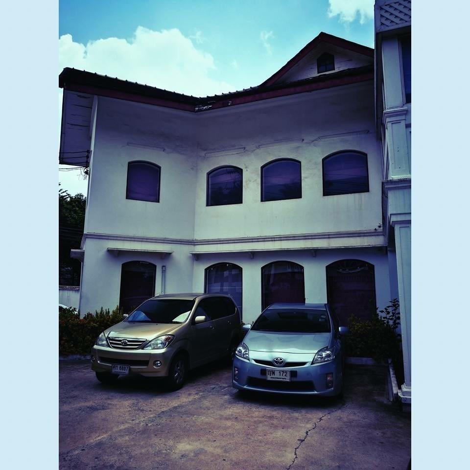 В аренду: Офис 1,634 кв.м. в районе Dusit, Bangkok, Таиланд | Ref. TH-SQRNIQZG