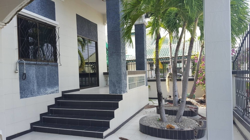 For Sale 3 Beds Townhouse in Bang Lamung, Chonburi, Thailand | Ref. TH-MZXUVRCY