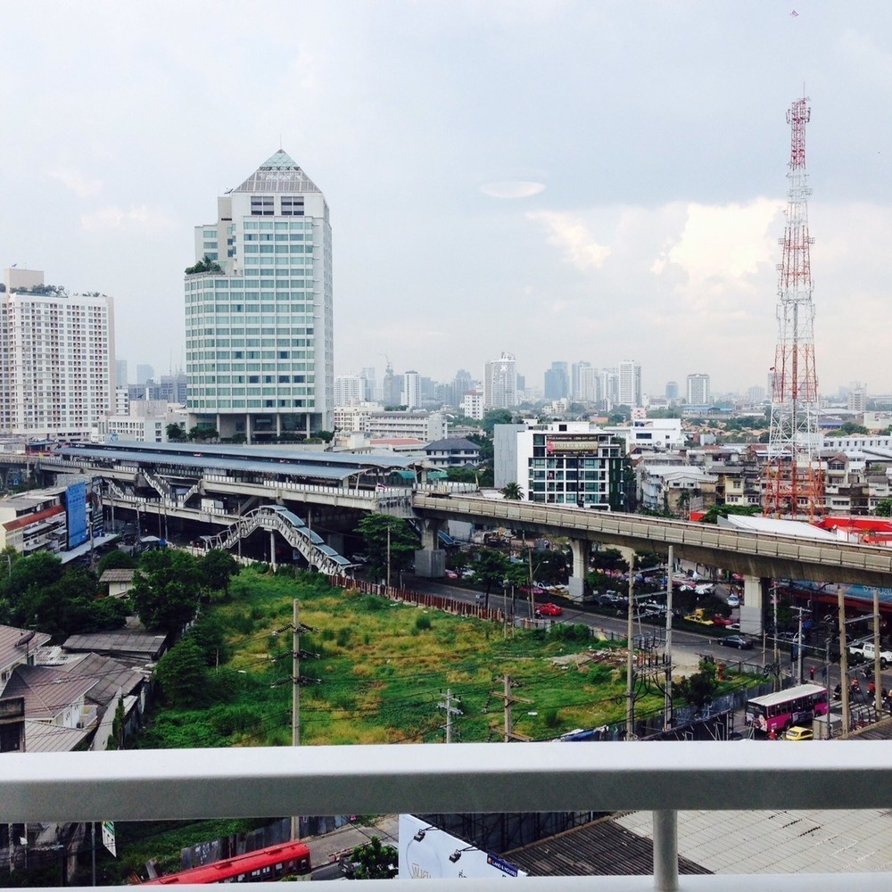 Sukhumvit Plus - Продажа или аренда: Кондо c 1 спальней возле станции BTS Phra Khanong, Bangkok, Таиланд   Ref. TH-IZAORPCO